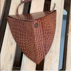 None Bags - Vintage Triangular Crossbody Leather Bag